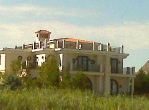 another house on dune rd! they are so beautiful